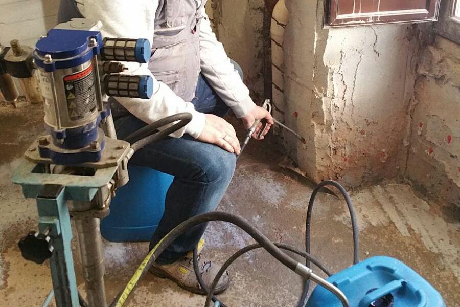 consolidamento-Risanamento-umidita-di-risalita-inniettamento-di-resine-allinterno-della-parete-hp